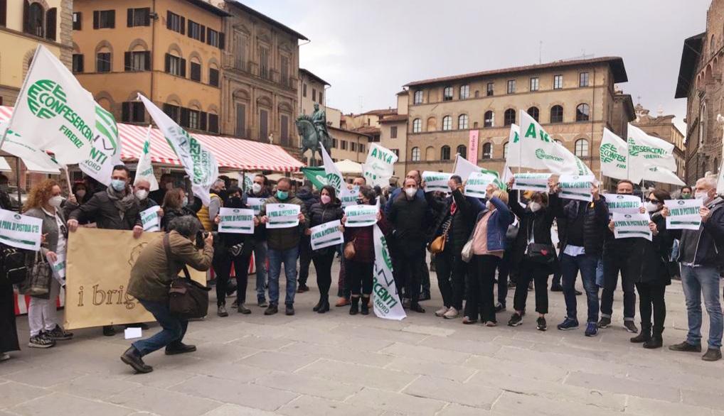ANVA Confesercenti Pistoia in Piazza della Signoria – Molto partecipata la manifestazione per il diritto al lavoro e adeguati sostegni